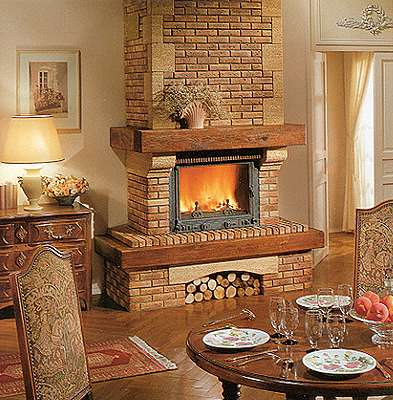 Дизайн каминов в доме из кирпича