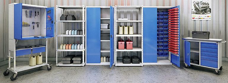 Металлический шкаф для хранения инструментов и деталей на складе или производстве для удобства роботы.